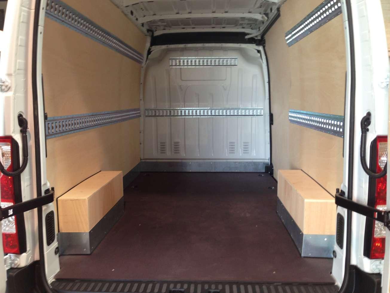 am nagement de fourgon utilitaire revia multiservices. Black Bedroom Furniture Sets. Home Design Ideas