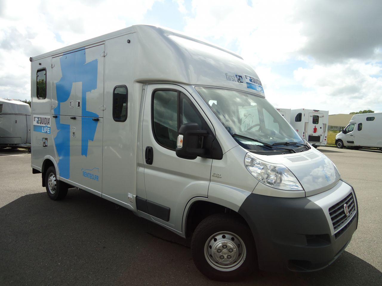 location camion chevaux 91 revia multiservices. Black Bedroom Furniture Sets. Home Design Ideas