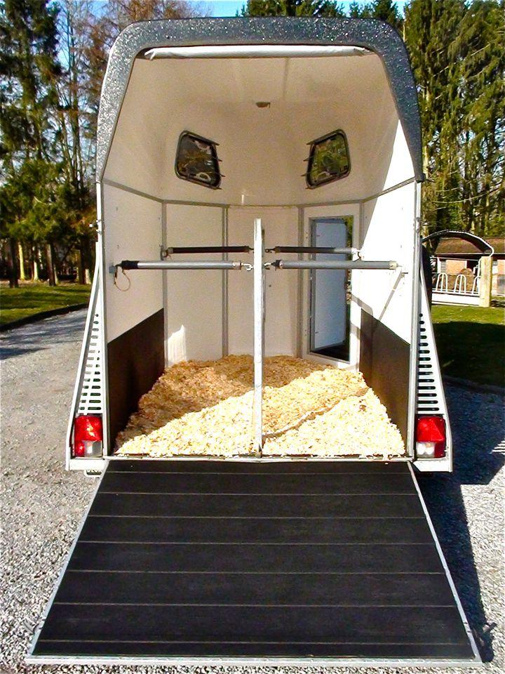 van louer chevaux revia multiservices. Black Bedroom Furniture Sets. Home Design Ideas
