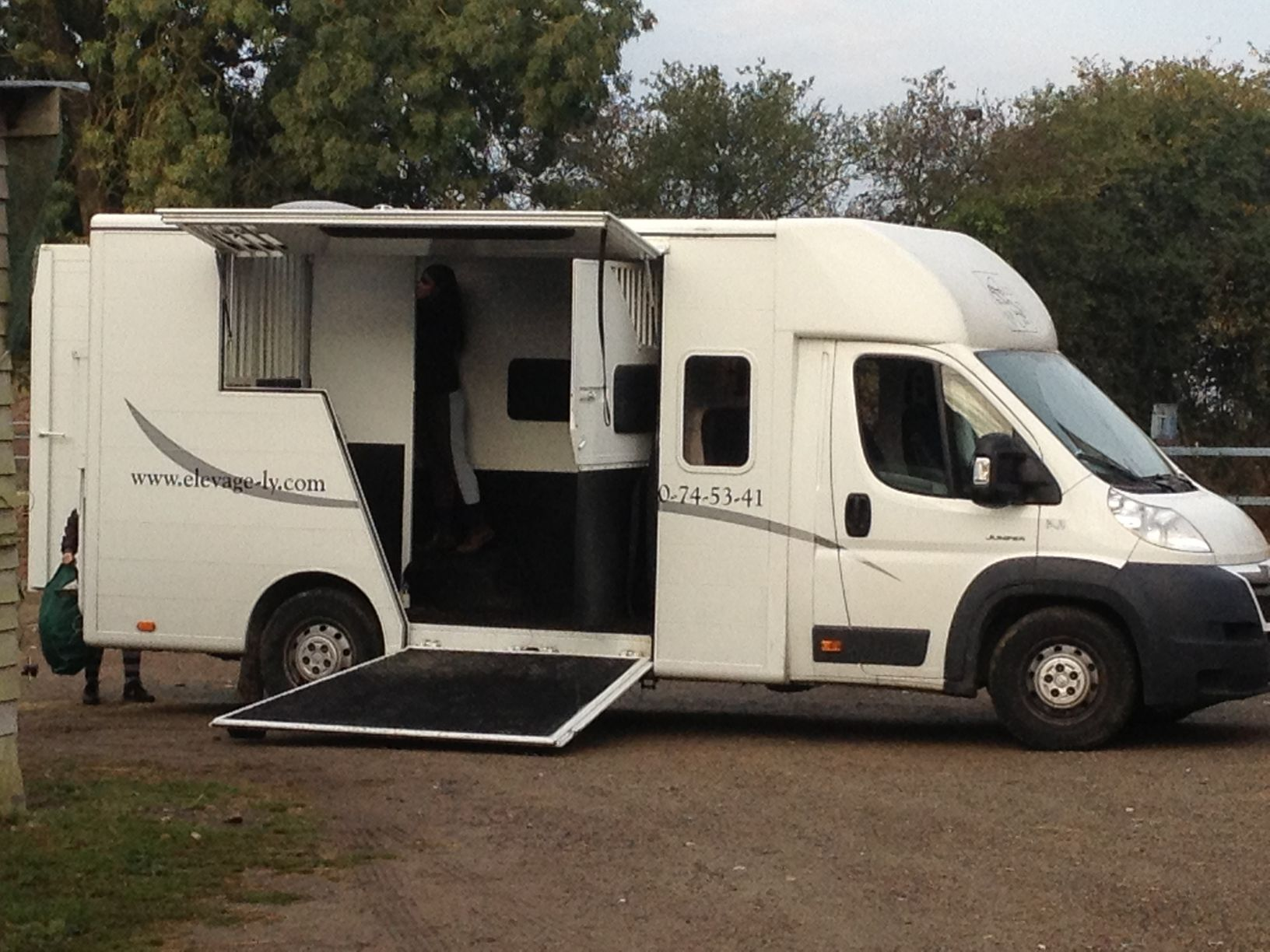 location camion chevaux 49 revia multiservices. Black Bedroom Furniture Sets. Home Design Ideas