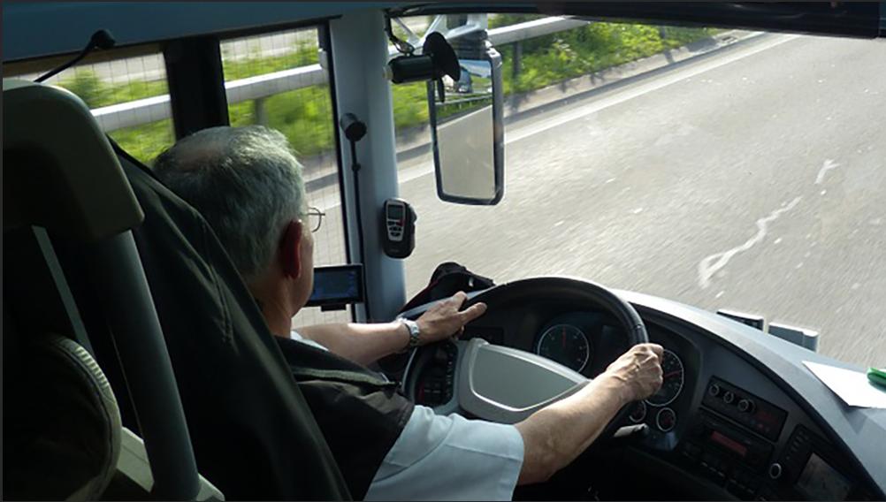 devenir chauffeur de bus revia multiservices. Black Bedroom Furniture Sets. Home Design Ideas