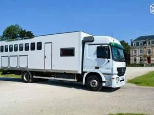 mercedes camion chevaux revia multiservices. Black Bedroom Furniture Sets. Home Design Ideas