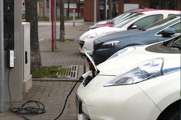 Comment recharger une voiture hybride
